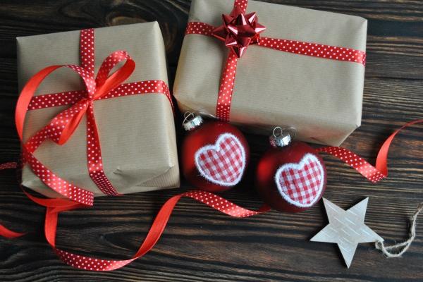 Co i dla kogo kupujemy na świąteczny prezent? [Fot. bnorbert3 - Fotolia.com]