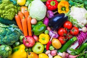 """Co jeść, żeby schudnąć i nie głodować? Produkty o """"niskiej gęstości energetycznej"""" [Fot. travelbook - Fotolia.com]"""
