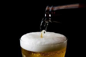 Co, kiedy i jak piją Polacy? [Fot. ipuwadol - Fotolia.com]