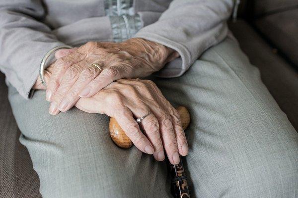 Co poprawia jakość życia chorych na demencję [fot. Sabine van Erp z Pixabay]