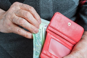 Co siódmy emeryt regularnie pomaga finansowo rodzinie [Fot. vivoo - Fotolia.com]