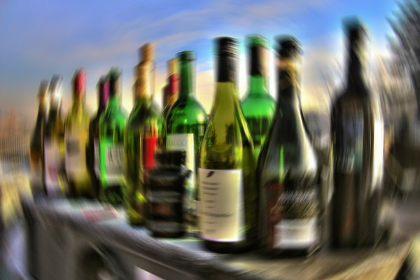 Codzienne picie alkoholu przyspiesza starzenie się mózgu [fot. Gerd Altmann from Pixabay]