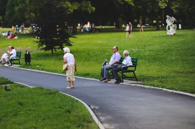 Codzienny kontakt z przyrodą poprawia jakość życia ludzi starszych [fot. Karolina Grabowska from Pixabay]