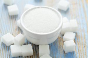 Cukier sprawia, Åźe nowotwÃłr staje sie bardziej agresywny [Fot. Diana Taliun - Fotolia.com]