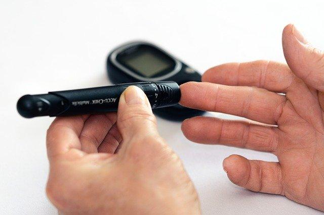 Cukrzyca w rodzinie zwiększa ryzyko stanu przedcukrzycowego [fot. Photo Mix from Pixabay]