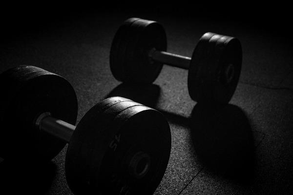 Ćwiczenia oporowe pozwalają zdrowiej się starzeć [fot. onas Fehre from Pixabay]