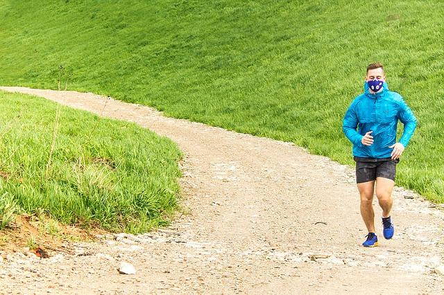 Ćwiczenia zmniejszają ryzyko nadciśnienia, nawet, jeśli powietrze jest zanieczyszczone [fot. ResproPolska from Pixabay]
