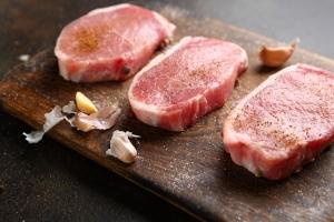 Czerwone przetworzone mięso stłuści ci wątrobę [Fot. olhaafanasieva - Fotolia.com]