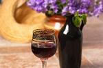 Czerwone wino pomaga żyć dłużej [© Igor Sokolov - Fotolia.com]