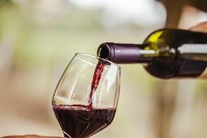 Czerwone wino złagodzi uszkodzenia naczyń krwionośnych [© natashaphoto - Fotolia.com]