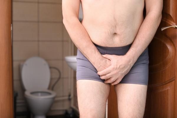 Częste oddawanie moczu w nocy - to może być objaw nadciśnienia [Fot. New Africa - Fotolia.com]