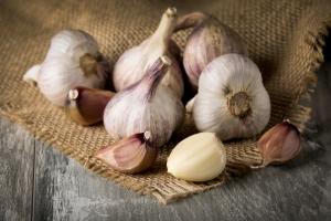 Czosnek obniża ryzyko cukrzycy i nowotworów [Fot. Ingus Evertovskis - Fotolia.com]