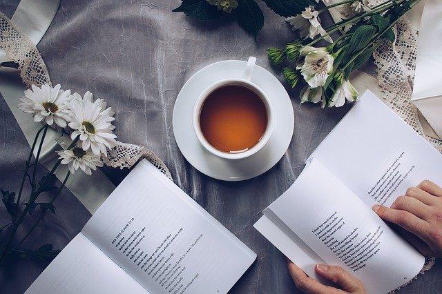 Czytanie poprawia zdrowie? [fot. Thought Catalog from Pixabay]
