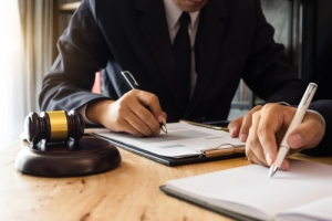 Darmowe porady notariuszy: podpowiedzą jak zadbać o majątek [Fot. mrmohock - Fotolia.com]