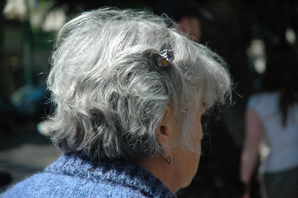 Demencja u kobiet: stres przyspiesza problemy z pamięcią [fot. Julia Mirvis z Pixabay]