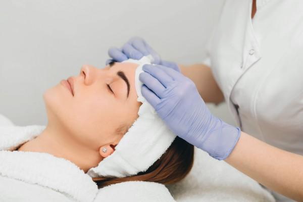 Detoks dla skóry, czyli jak skutecznie ją oczyścić [Fot. Erica Smit - Fotolia.com]