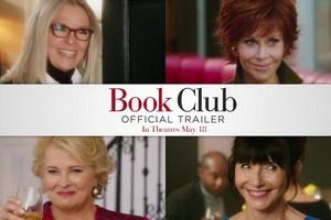"""Diane Keaton i Jane Fonda czytają """"Pięćdziesiąt twarzy Greya"""" [fot. Book Club]"""