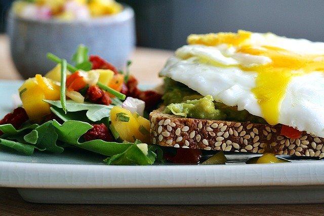 Dieta wysokobiałkowa sposobem na utrzymanie odpowiedniej wagi [fot. Aline Ponce from Pixabay]