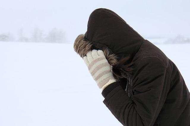 Dlaczego egzema i przesuszenie skóry nasilają się zimą [fot.  PublicDomainPictures z Pixabay]