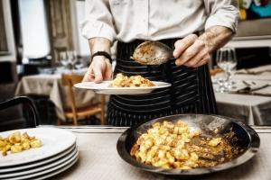 """Dlaczego jedzenie """"na mieście"""" może grozić rakiem [Fot. Kondor83 - Fotolia.com]"""
