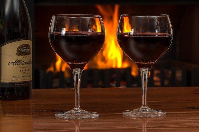 Dlaczego niewielkie ilości alkoholu mogą pomóc sercu [fot. Steve Buissinne from Pixabay]