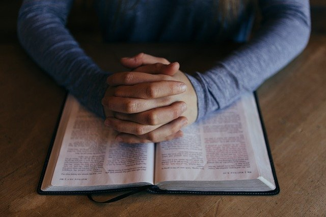 Dlaczego religijność pomaga walczyć ze stresem? [fot. Free-Photos from Pixabay]