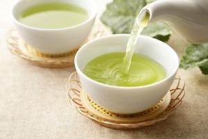 Dlaczego warto pić zieloną herbatę na wiosnę?  [Fot. Nishihama - Fotolia.com]