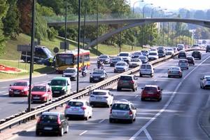 Długie podróże samochodem szkodzą zdrowiu kierowcy [fot. Kongsberg Automotive / Newsrm.tv]
