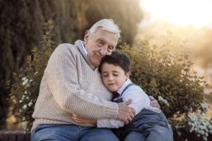 Dobre relacje z wnukami - dzięki nim uchronicie siebie i młodsze pokolenie przed depresją [Fot. esthermm - Fotolia.com]