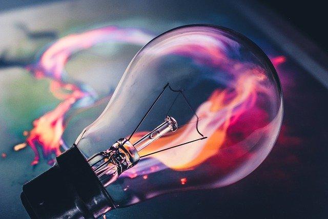 Dobry nastrój pomaga w kreatywnym myśleniu [fot. mohamed ramzee from Pixabay]
