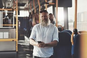 Dojeżdżasz do pracy? Autobus lepszym rozwiązaniem niż samochód czy rower [Fot. Flamingo Images - Fotolia.com]