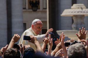 Dojrzały żonaty mężczyzna będzie mógł zostać księdzem? Rewolucja papieża Franciszka?  [fot. Alfredo Borba, CC BY-SA 4.0, Wikimedia Commons]