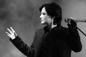 Dolores O'Riordan, wokalistka The Cranberries nie żyje [Dolores O'Riordan, fot. Eva Rinaldi - The Cranberries, CC BY-SA 2.0, Wikimedia Commons]