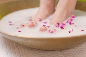Domowe sposoby na nieprzyjemny zapach stóp [© drubig-photo - Fotolia.com]