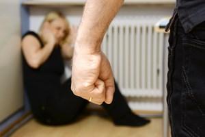 Doznawanie przemocy przez kobiety zwiększa u nich ryzyko udaru [© Dan Race - Fotolia.com]