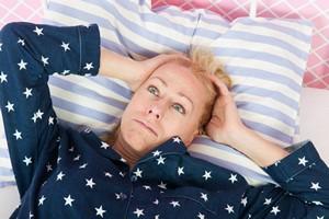 Dręczą cię lęk i negatywne myśli? To dlatego, że za mało sypiasz [Bezsenność, © Ivonne Wierink - Fotolia.com]