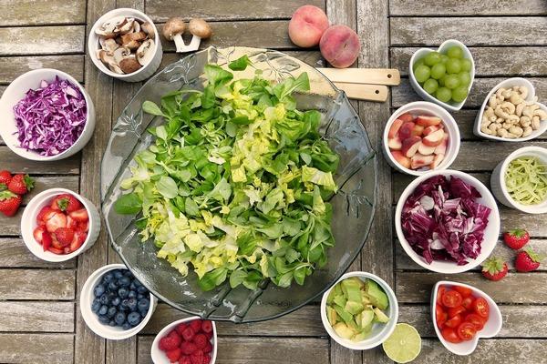Droga do długowieczności - mniej czerwonego mięsa, więcej produktów roślinnych [fot.  silviarita z Pixabay]