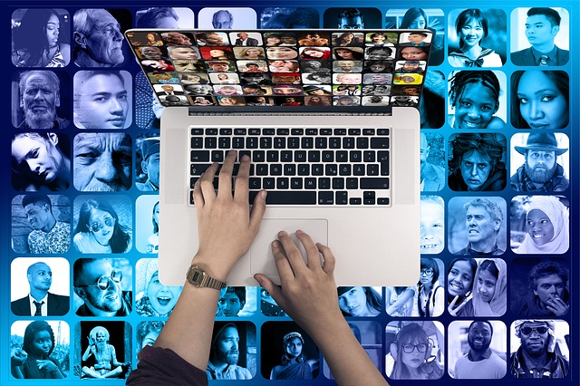 Dużo czasu spędzasz w Internecie? Grozi ci depresja [fot. Gerd Altmann from Pixabay]