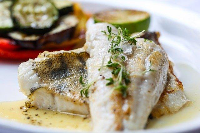 Dwie porcje ryb tygodniowo - tyle potrzeba dla zdrowia serca [fot. LuckyLife11 from Pixabay]