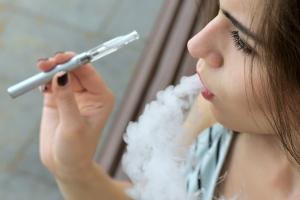 E-papieros może grozić rakiem? Nowe badania [Fot. alexshalamov - Fotolia.com]