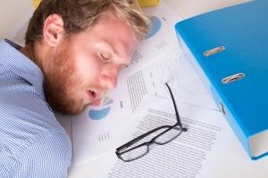 Efekty pracy ponad normę: zmęczenie, spadek wydajności [Fot. Michal Ludwiczak - Fotolia.com]
