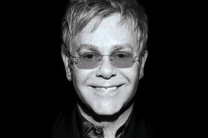 """Elton John napisał książkę """"Miłość jest lekarstwem. O życiu, pomaganiu i stracie"""" [fot. Miłość jest lekarstwem. O życiu, pomaganiu i stracie]"""