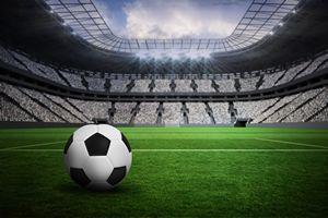 Euro 2016 – jak ogl�danie meczu mo�e szkodzi� zdrowiu [© WavebreakMediaMicro - Fotolia.com]