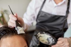 Farbowanie włosów a ryzyko raka piersi [Fot. Syda Productions - Fotolia.com]