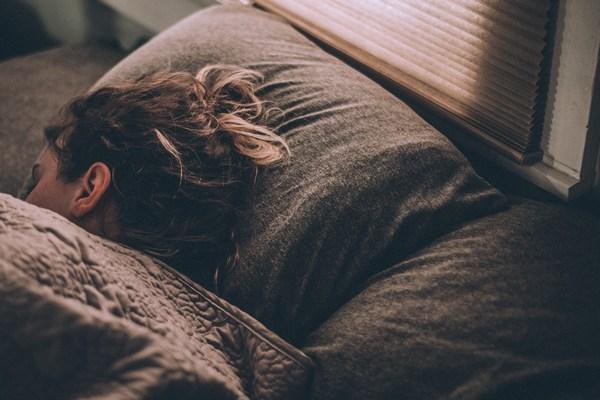 Głęboki sen pozwala oczyścić mÃłzg [fot. Gregory Pappas on Unsplash]