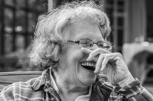 Geloterapia (terapia humorem) osłabia rozdraÅźnienie pacjentÃłw z demencją [fot. giselaatje from Pixabay]