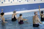 Gimnastyka w wodzie dla seniorów [© Paco Ayala - Fotolia.com]
