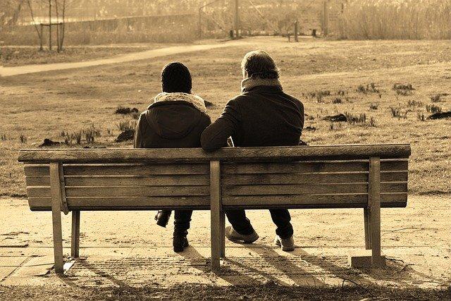 Głęboka rozmowa poprawia stan emocjonalny [fot. Mabel Amber, who will one day from Pixabay]