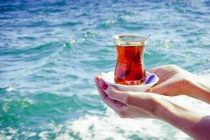 Gorąca herbata najlepsza na upał?  [© siurtukovam - Fotolia.com]
