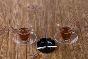 Gorąca herbata zwiększa ryzyko raka przełyku u palaczy i osób pijących alkohol [Fot. indigolotos - Fotolia.com]